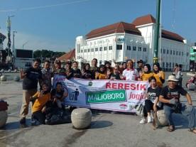 Satpol PP Kota Yogyakarta mengikuti reresik Malioboro