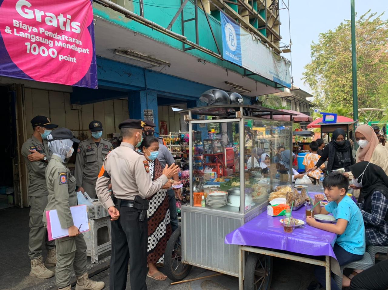 Pol PPPariwisata Kota Yogyakarta Bersama Polisi Pariwisata Polresta Yogyakarta Melaksanakan Kegiatan Terpadu di Kawasan Malioboro Yogyakarta